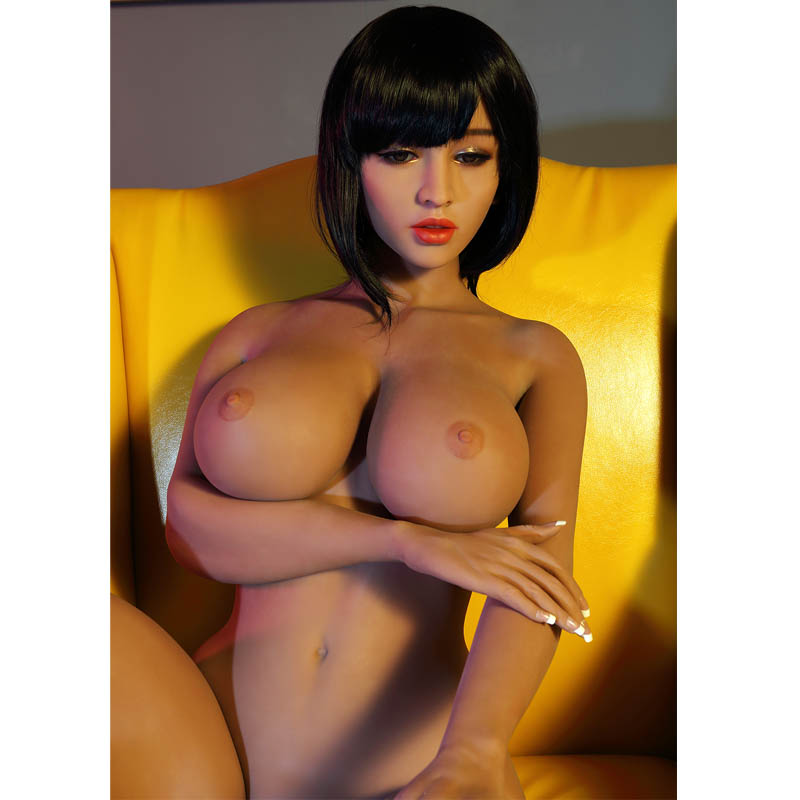 Samantha The Sex Doll With The Most Luscious Boobs And Ass