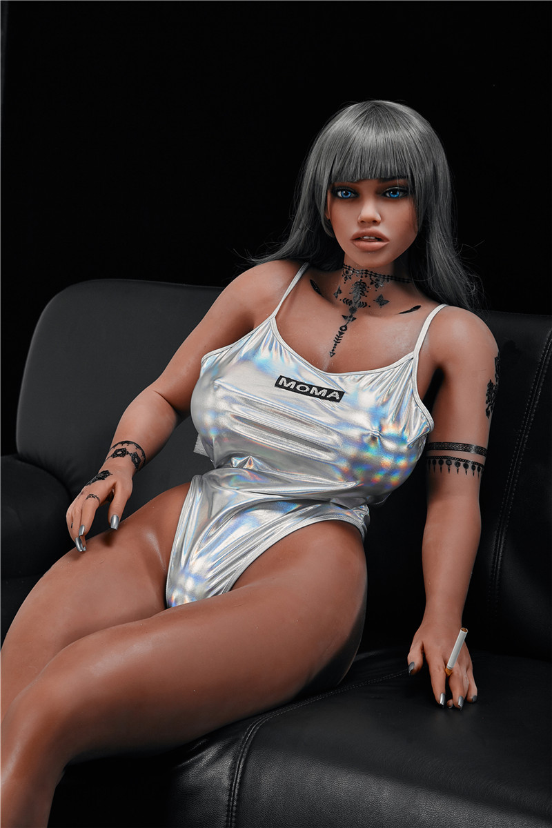Living Sex Doll with solid metal skeleton 158 cm